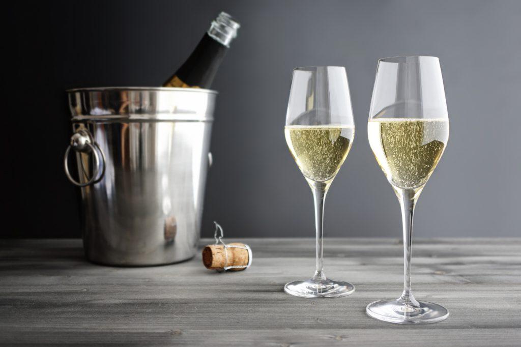 Какие бокалы выбрать для шампанского, а какие для вина?