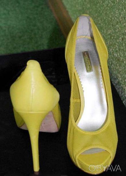 Гламурные женские туфли желтого цвета, производство Report Signature из США  - . Чернигов, Черниговская область. фото 1