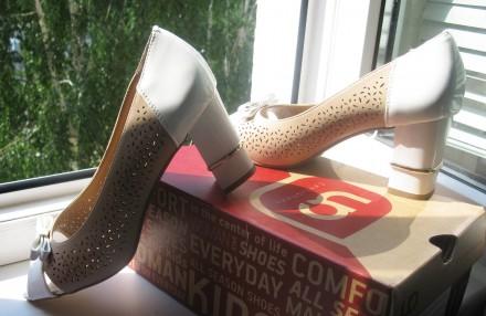 Туфли модельные, комбинированные, с открытым пальчиком. Размер 39, указан на обу. Харьков, Харьковская область. фото 8