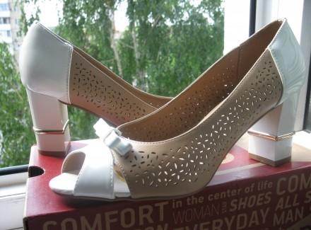 Туфли модельные, комбинированные, с открытым пальчиком. Размер 39, указан на обу. Харьков, Харьковская область. фото 2