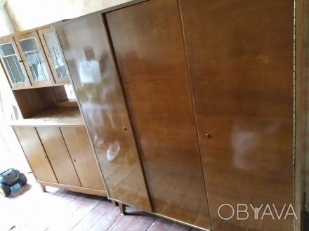 Продам срочно! Шкаф и Сервант. Антикварная мебель 60-х годов.
