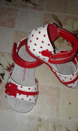 Нарядные босоножки для девочки в идеальном состояние. Обуты один раз в садочок н. Черновцы, Винницкая область. фото 3