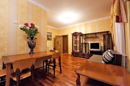 Очаровательная двухкомнатная квартира расположена на 3 этаже 4-этажного здания. . Приморский, Одесса, Одесская область. фото 2