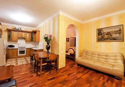 Очаровательная двухкомнатная квартира расположена на 3 этаже 4-этажного здания. . Приморский, Одесса, Одесская область. фото 3