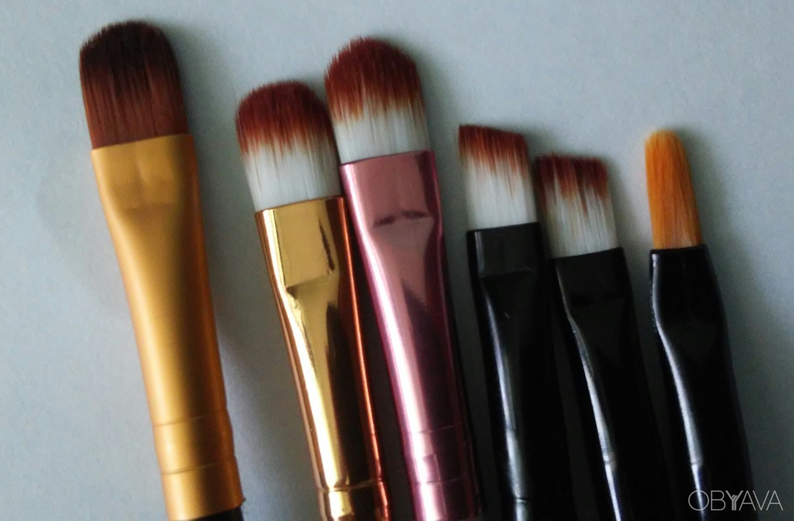 Кисти для макияжа губ фото