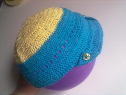 Продам кепку и рюкзак, связанные крючком из детской пряжи. Цвет на фото немного . Запорожье, Запорожская область. фото 3