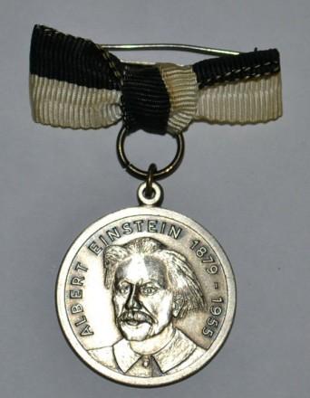 Юбилейная медаль Эйнштейн 1879- 1955,в серебре.. Киев. фото 1