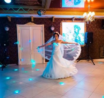 Продам шикарное свадебное платье со шлейфом!  Размер 42-44, цвет айвори. Платье. Чернигов, Черниговская область. фото 4