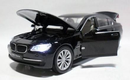 BMW 750Li. Коллекционная модель автомобиля. 1:32. Днепр. фото 1