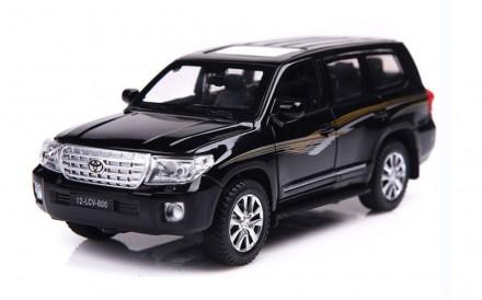 Toyota Land Cruiser. Коллекционная модель автомобиля. 1:32. Днепр. фото 1
