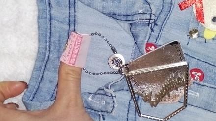 Новий джинсовий сарафан з етикеткою. Прикріплена брошка-смайлик до нього.. Ровно, Ровненская область. фото 3
