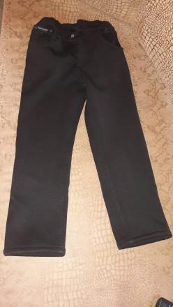 Джинсы черные на флисе, длина - 66 см. На 6-7 лет. W 28. Николаев. фото 1