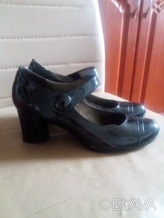 Продам туфли женские лакированные из натуральной кожи 38 размера на узкую ножку.. Черкассы, Черкасская область. фото 1
