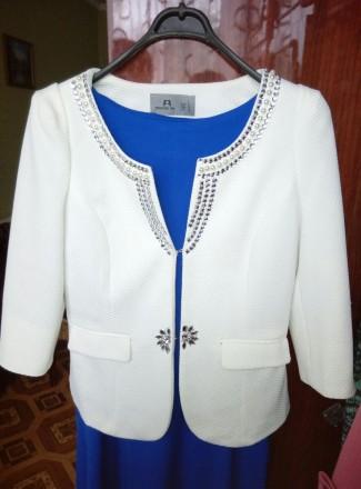 Белый нарядный очень красивый пиджак . Надет один раз на торжество . В идеальном. Беловодск, Луганская область. фото 2