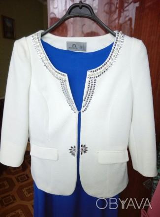 Белый нарядный очень красивый пиджак . Надет один раз на торжество . В идеальном. Беловодск, Луганская область. фото 1