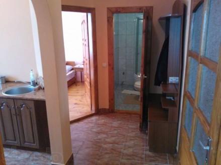 Сдается частный дом, 2 комнаты, все удобства, санузел, душевая кабина,полностью . Свалява, Закарпатська область. фото 4
