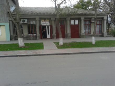 Три действующих магазина в одном здании Три фасадных входа Два фасадных МПО  . Кілія, Кілія, Одеська область. фото 4