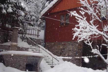 Здається будиночок з дерева,недалеко від санаторія Верховина і мінеральної води . Київ, Київська область. фото 2