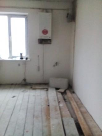 Будинок перекритий та утеплений фасад будинку пінопластом,короєд. Стіни поштукат. Житомир, Житомирская область. фото 3