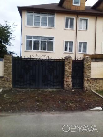 Будинок перекритий та утеплений фасад будинку пінопластом,короєд. Стіни поштукат. Житомир, Житомирська область. фото 1