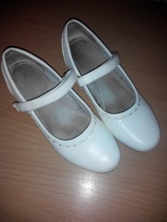 Продам детские беленькие туфли размер 36. Лозовая. фото 1