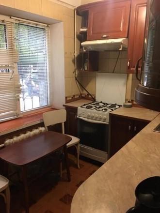 квартира в жилом состоянии ,смежно раздельная ,лоджия 4,8 метров квадратных,удоб. Киев, Киевская область. фото 4