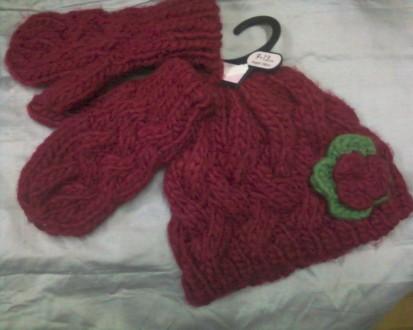 Теплый комплект на девочку-шапочка+варежки бордового цвета. Золочев. фото 1