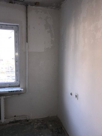 Квартира полностью отшпатлевана, в большой комнате панорамное застекление металл. Поселок Котовского, Одесса, Одесская область. фото 6
