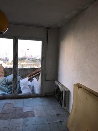 Квартира полностью отшпатлевана, в большой комнате панорамное застекление металл. Поселок Котовского, Одесса, Одесская область. фото 3