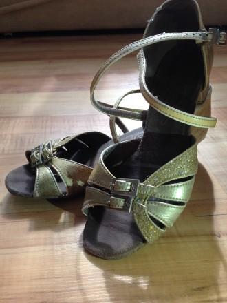 Продам туфли танцевальные на девочку. Обухов. фото 1