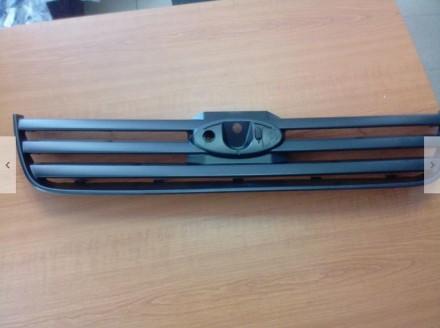 Решетка радиатора верхняя внешняя с 2009 года Ford connect. Калуш. фото 1