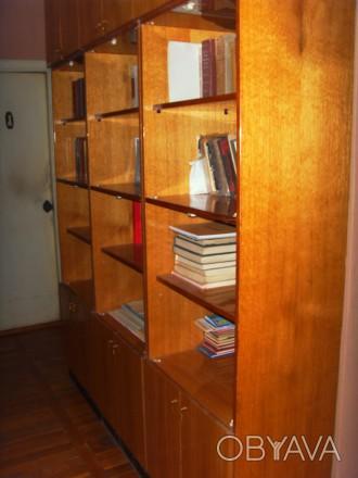 Продам в прихожую или в гараж- стенку для книг, с антресолям.
