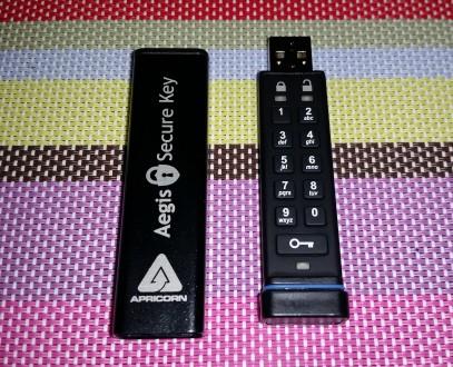 Защищённый накопитель — Aegis Secure Key ASK-256-8Gb  Особенности:  - пыле- и. Киев, Киевская область. фото 2