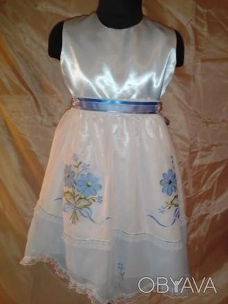 Нарядное платье на девочку в двух размерах с машинной вышивкой. Юбка двухслойная. Одесса, Одесская область. фото 1