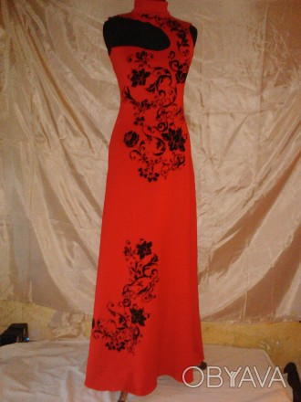 Очень красивое длинное платье красного цвета с черным объемным бархатным рисунко. Одесса, Одесская область. фото 1