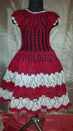 Летнее платье для девочки 7-8 лет красного цвета с белыми вставками, с заниженно. Одесса, Одесская область. фото 2