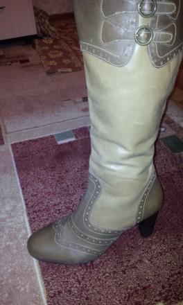 эксклюзивные кожаные сапоги 43р на каблуке. Жмеринка. фото 1