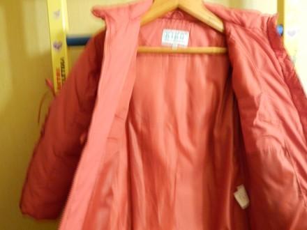 Коралловое пальто для девочки Kiko в хорошем состоянии, на рост 122 см, капюшон . Чернигов, Черниговская область. фото 7