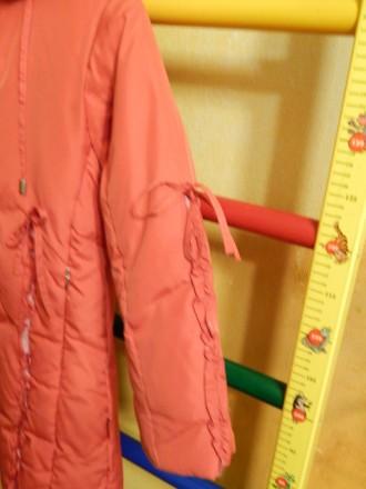Коралловое пальто для девочки Kiko в хорошем состоянии, на рост 122 см, капюшон . Чернигов, Черниговская область. фото 8