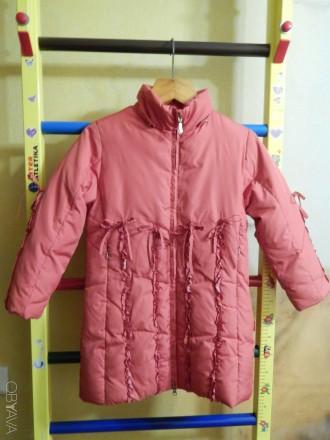 Коралловое пальто для девочки Kiko в хорошем состоянии, на рост 122 см, капюшон . Чернигов, Черниговская область. фото 4