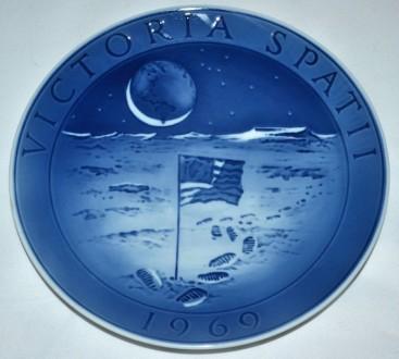 Настенная тарелка в память о приземлении на Луну 1969.. Київ. фото 1