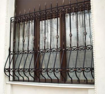 Сварные металлические решетки на окнах и дверях – это не только  возможность  . Северодонецк, Луганская область. фото 2