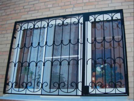 Сварные металлические решетки на окнах и дверях – это не только  возможность  . Северодонецк, Луганская область. фото 12