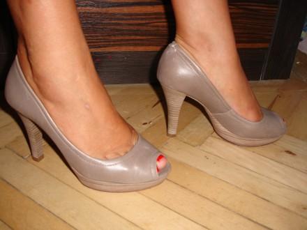 Туфли/туфлі 37 р., шкіряні, оригінал, на випускний, носок відкритий. Львов. фото 1