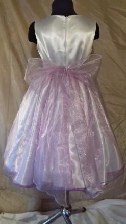 Нарядное платье на девочку 116-112 рост, пошитое из белого атласа и органзы нежн. Одесса, Одесская область. фото 3