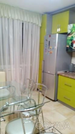 Квартира с ремонтом. Сдается впервые .Встроенная кухня.холодильник.бойлер.стир. Поселок Котовского, Одесса, Одесская область. фото 1
