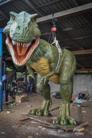 Скульптура динозавр T-REX. Коломыя. фото 1