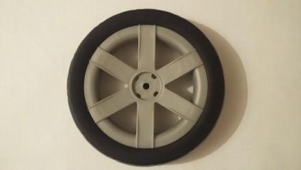 Новое колесо,так же можете к колесу приобрести заглушку черную,цена 20 грн. Нар. Киев, Киевская область. фото 2