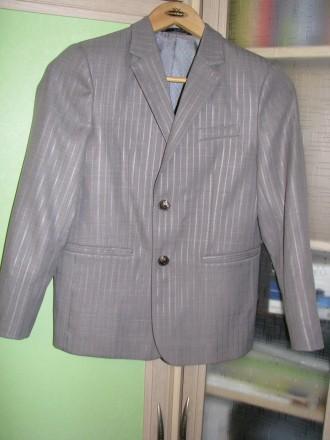Школьный костюм серый на рост 146 см. Чернигов. фото 1