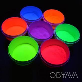 Флуоресцентная краска, светящаяся под ультрафиолетом.  При обычном освещении и. Киево-Святошинский, Киевская область. фото 1